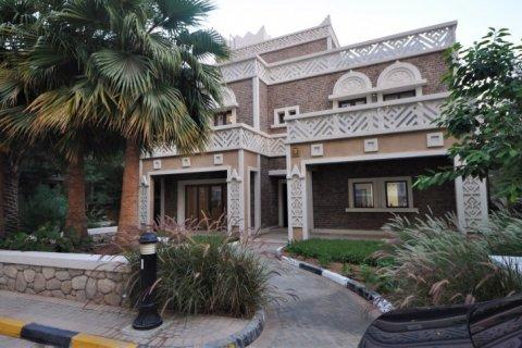 Продажа виллы в Дубае, ОАЭ 5 спален, 1340м2, № 1359 - фото 1