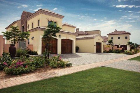 Продажа виллы в Джумейра Гольф Эстейтс, Дубай, ОАЭ 6 спален, 1106м2, № 1398 - фото 1