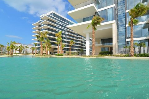 Продажа квартиры в Пальме Джумейре, Дубай, ОАЭ 2 спальни, 137м2, № 1507 - фото 1