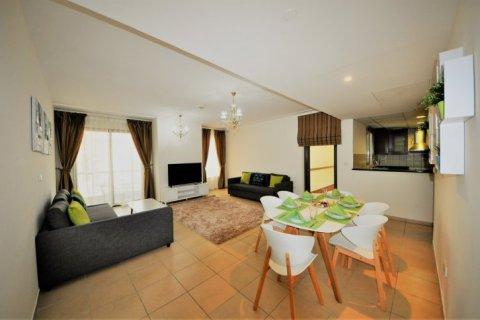 Аренда квартиры в Джумейра Бич Резиденс, Дубай, ОАЭ 2 спальни, 113м2, № 1688 - фото 1