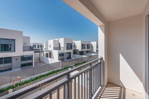 Villa in Dubai Hills Estate, Dubai, UAE 3 bedrooms, 194.4 sq.m. № 817 - photo 11