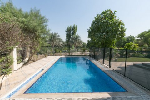 Villa in Jumeirah Islands, Dubai, UAE 4 bedrooms, 450 sq.m. № 1783 - photo 1