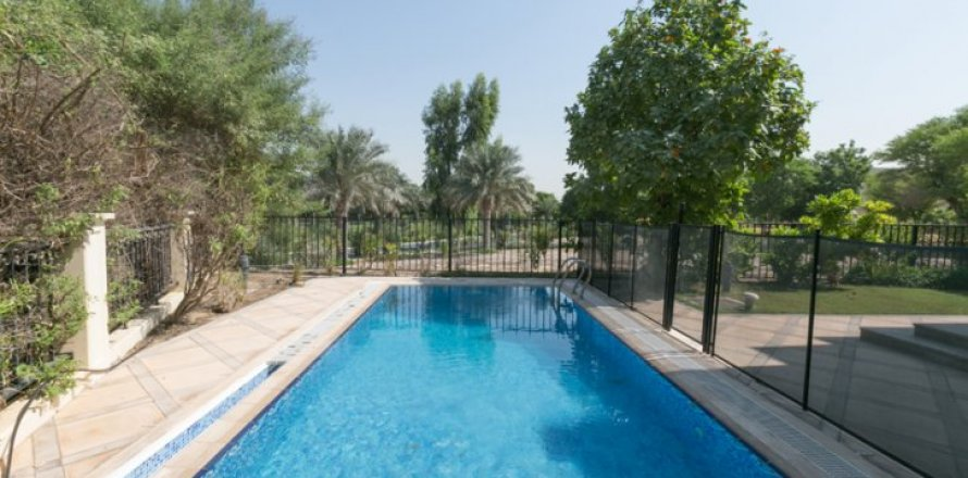 Villa in Jumeirah Islands, Dubai, UAE 4 bedrooms, 450 sq.m. № 1783