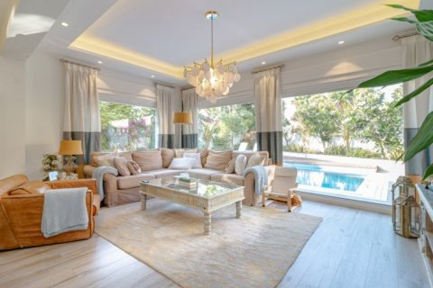 Villa in Meadows, Dubai, UAE 4 bedrooms, 365 sq.m. № 1776 - photo 6