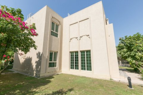 Villa in Jumeirah Islands, Dubai, UAE 4 bedrooms, 450 sq.m. № 1783 - photo 2