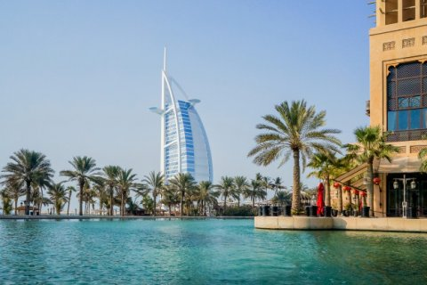 PROS AND CONS OF LIVING IN THE UAE FOR EXPATS