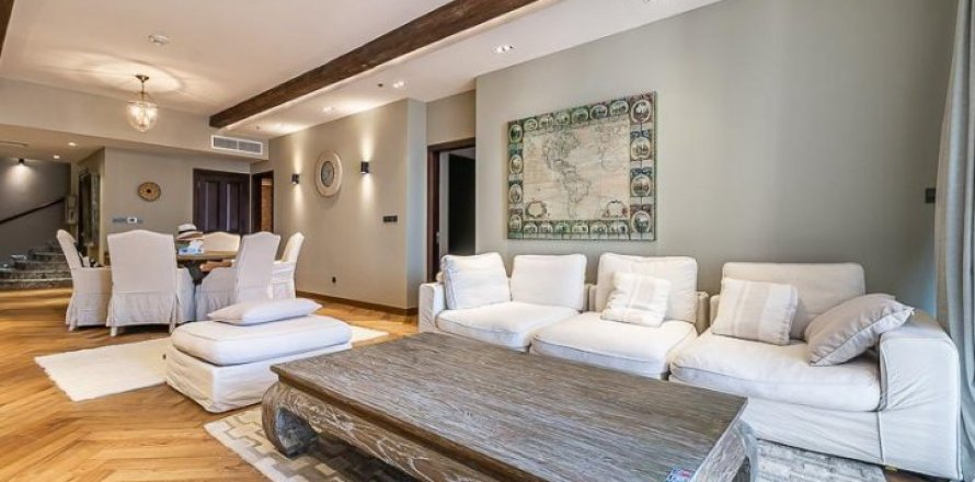 Townhouse in Palm Jumeirah, Dubai, UAE 3 bedrooms, 500 sq.m. № 1675