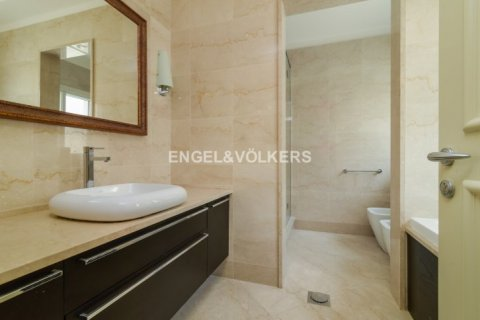 Villa in Jumeirah Golf Estates, Dubai, UAE 5 bedrooms, 1240 sq.m. № 1724 - photo 6