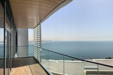 Apartment in Dubai, UAE 1 bedroom, 100 sq.m. № 1753 - photo 1