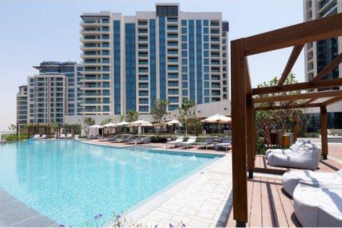 Penthouse in Emirates Golf Club, Dubai, UAE 5 bedrooms, 649 sq.m. № 1661 - photo 1