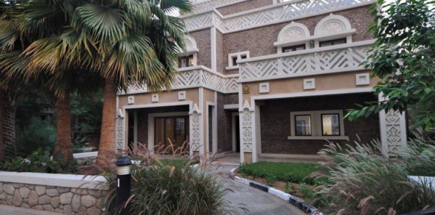 Villa in Dubai, UAE 5 bedrooms, 1340 sq.m. № 1359