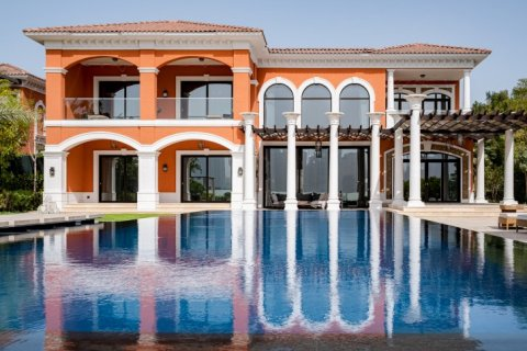 Villa in Palm Jumeirah, Dubai, UAE 7 bedrooms, 1130 sq.m. № 1365 - photo 1