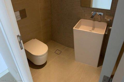 Apartment in Dubai, UAE 1 bedroom, 90 sq.m. № 1743 - photo 8