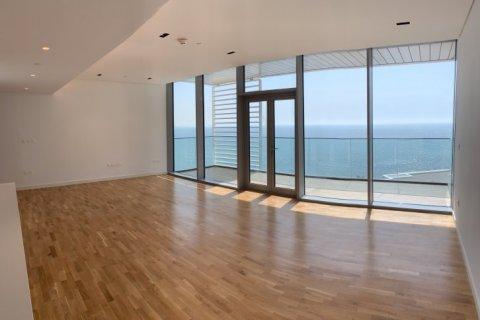 Apartment in Dubai, UAE 1 bedroom, 100 sq.m. № 1753 - photo 13