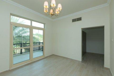 Villa in Jumeirah Islands, Dubai, UAE 4 bedrooms, 480 sq.m. № 1782 - photo 7