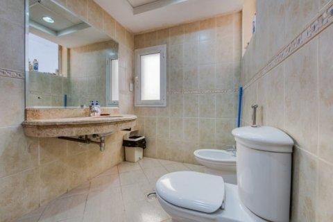 Villa in Emirates Hills, Dubai, UAE 6 bedrooms, 20000 sq.m. № 1707 - photo 8