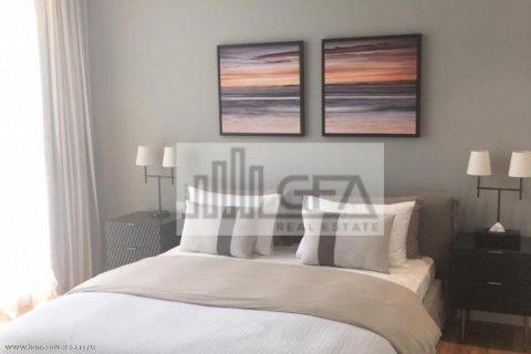 Apartment in Dubai, UAE 1 bedroom, 100 sq.m. № 1753 - photo 8