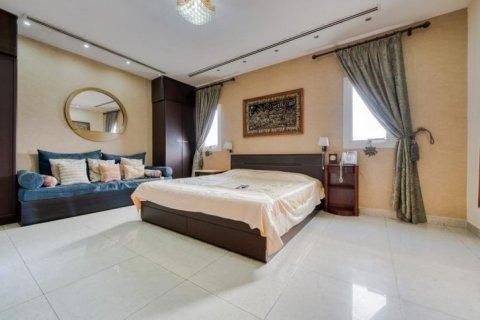 Villa in Emirates Hills, Dubai, UAE 6 bedrooms, 20000 sq.m. № 1707 - photo 14