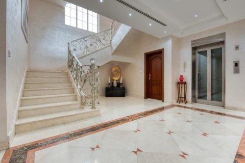 Villa in Emirates Hills, Dubai, UAE 6 bedrooms, 20000 sq.m. № 1707 - photo 6