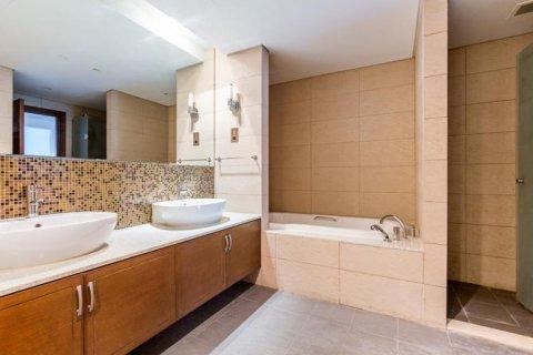 Apartment in Palm Jumeirah, Dubai, UAE 2 bedrooms, 168 sq.m. № 1708 - photo 3