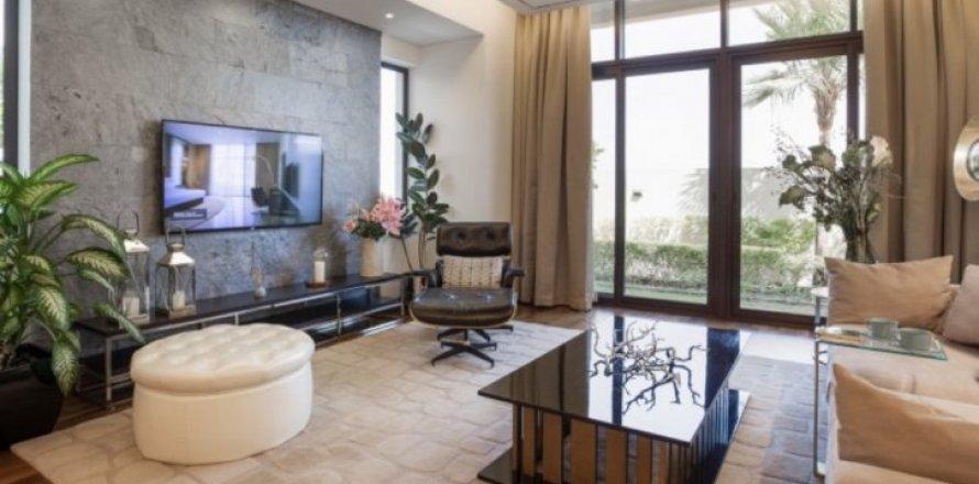 Apartment in Dubai, UAE 1 bedroom, 100 sq.m. № 1640
