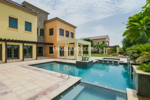 Villa in Jumeirah Golf Estates, Dubai, UAE 5 bedrooms, 1240 sq.m. № 1724 - photo 2