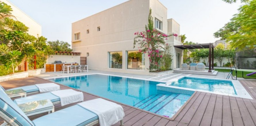 Villa in Meadows, Dubai, UAE 4 bedrooms, 365 sq.m. № 1776