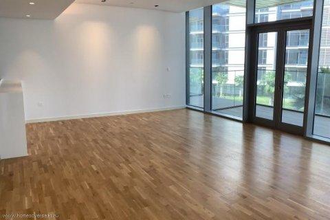 Apartment in Dubai, UAE 1 bedroom, 90 sq.m. № 1743 - photo 3