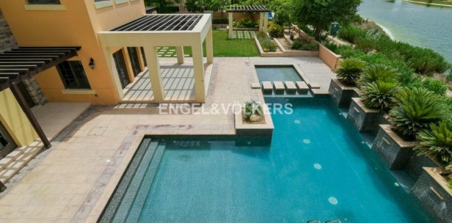 Villa in Jumeirah Golf Estates, Dubai, UAE 5 bedrooms, 1240 sq.m. № 1724