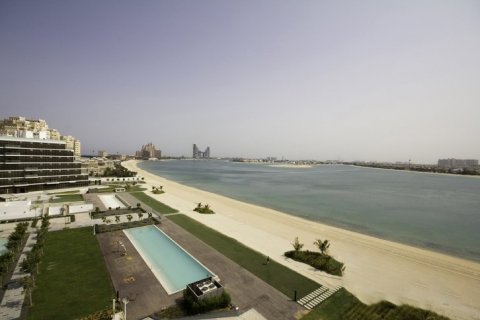 Apartment in Palm Jumeirah, Dubai, UAE 2 bedrooms, 145 sq.m. № 1535 - photo 1