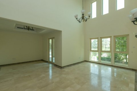 Villa in Jumeirah Islands, Dubai, UAE 4 bedrooms, 450 sq.m. № 1783 - photo 6