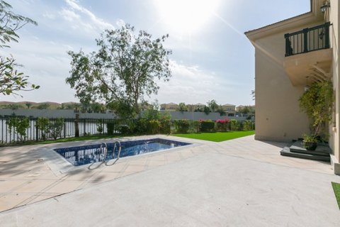 Villa in Jumeirah Islands, Dubai, UAE 4 bedrooms, 480 sq.m. № 1782 - photo 12