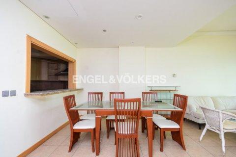 Apartment in Dubai, UAE 1 bedroom, 106 sq.m. № 1769 - photo 7