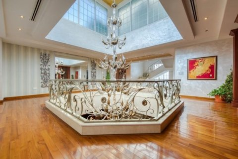 Villa in Emirates Hills, Dubai, UAE 6 bedrooms, 20000 sq.m. № 1707 - photo 13