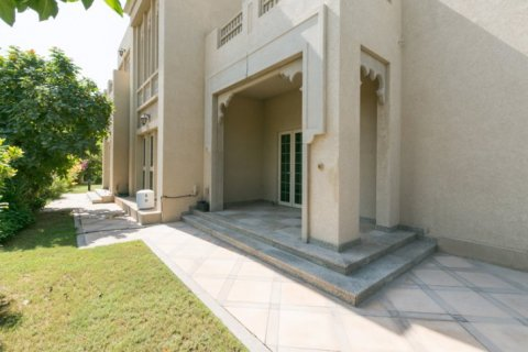 Villa in Jumeirah Islands, Dubai, UAE 4 bedrooms, 450 sq.m. № 1783 - photo 4