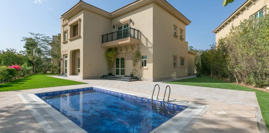 Villa in Jumeirah Islands, Dubai, UAE 4 bedrooms, 480 sq.m. № 1782