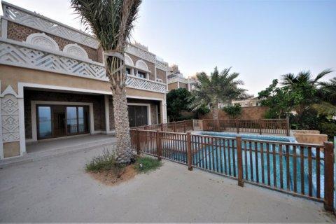 Villa in Dubai, UAE 5 bedrooms, 1340 sq.m. № 1359 - photo 4