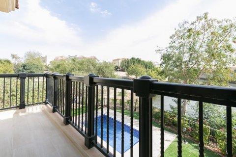 Villa in Jumeirah Islands, Dubai, UAE 4 bedrooms, 480 sq.m. № 1782 - photo 5