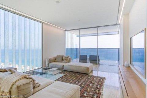 Apartment in Palm Jumeirah, Dubai, UAE 3 bedrooms, 220 sq.m. № 1721 - photo 1
