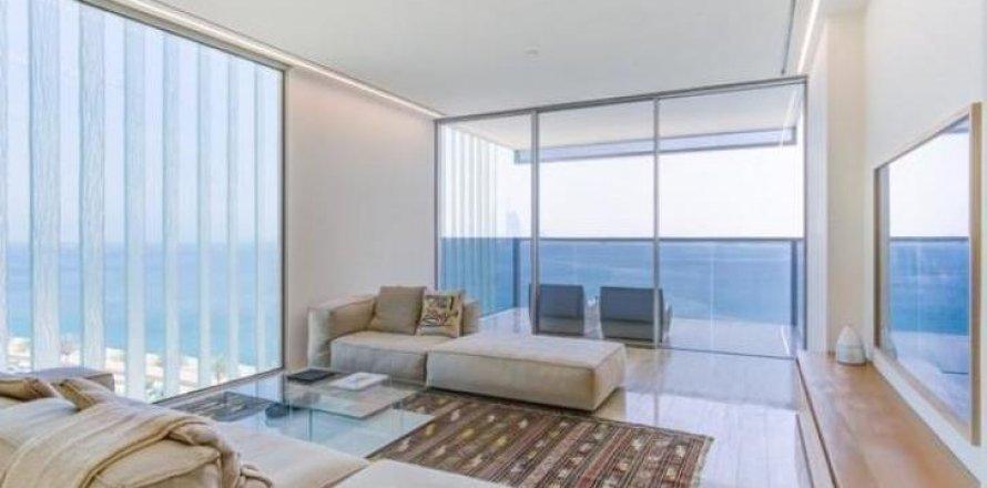 Apartment in Palm Jumeirah, Dubai, UAE 3 bedrooms, 220 sq.m. № 1721