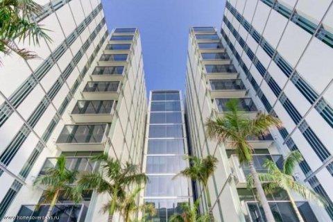 Apartment in Palm Jumeirah, Dubai, UAE 3 bedrooms, 220 sq.m. № 1722 - photo 10