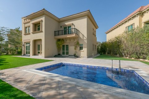 Villa in Jumeirah Islands, Dubai, UAE 4 bedrooms, 480 sq.m. № 1782 - photo 2