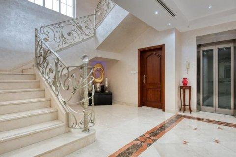 Villa in Emirates Hills, Dubai, UAE 6 bedrooms, 20000 sq.m. № 1707 - photo 11