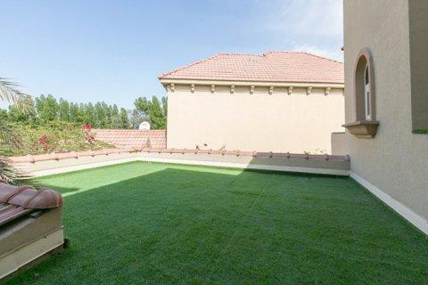 Villa in Jumeirah Islands, Dubai, UAE 4 bedrooms, 480 sq.m. № 1782 - photo 14