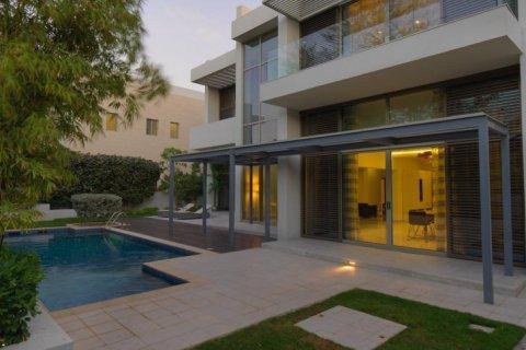 Villa in Mohammed Bin Rashid City, Dubai, UAE 850 sq.m. № 1438 - photo 3