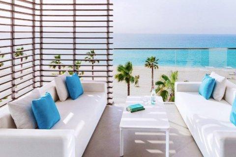 Apartment in Jumeirah, Dubai, UAE 1 bedroom, 149 sq.m. № 1608 - photo 1