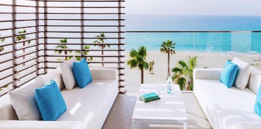 Apartment in Jumeirah, Dubai, UAE 1 bedroom, 149 sq.m. № 1608