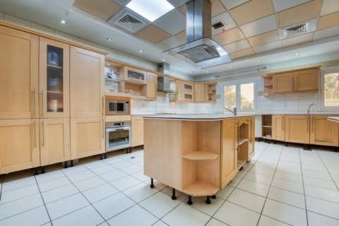 Villa in Emirates Hills, Dubai, UAE 6 bedrooms, 20000 sq.m. № 1707 - photo 10