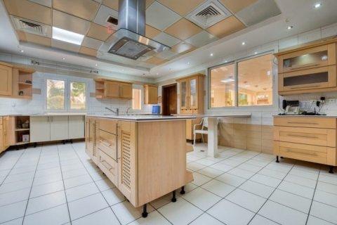 Villa in Emirates Hills, Dubai, UAE 6 bedrooms, 20000 sq.m. № 1707 - photo 5