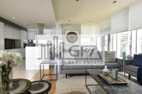 Apartment in Dubai, UAE 1 bedroom, 100 sq.m. № 1753 - photo 2